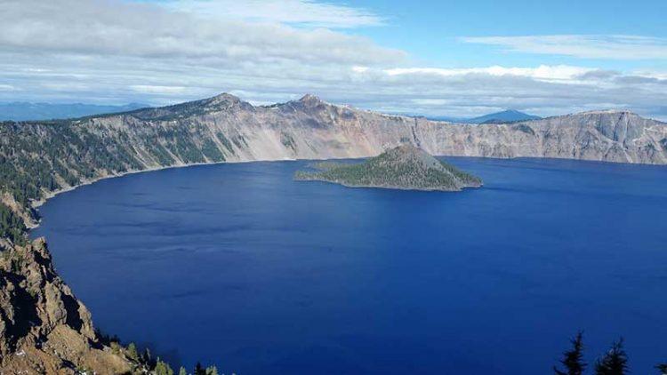 crater lake คืออะไร